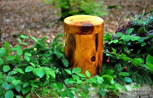 Foto: Urne aus Holz